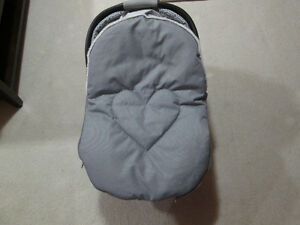 JJ Cole water and snow proof bundle for car seat.