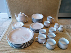 36 piece set of Denby dishes - 6 place settings