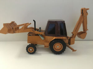 1/16 Case Tractor with loader and back hoe.