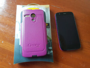 Motorola Moto G (1st Generation) Cell Phone and Otterbox Case
