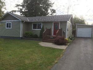 2BR/1Bath Pet friendly! Fully fenced, private, large back yard!