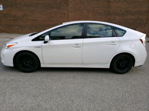 Very nice and clean TOYOTA PRIUS 2015. Price reduced!