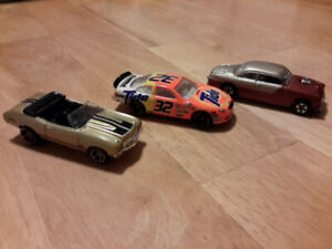 lot 3 X Hotwheels Hot Wheels Chevelle 70 +Ford Taurus+ Shoe Box