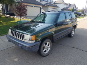 For Sale : 1995 Jeep Grand Cherokee Laredo  4x4  Deal pending