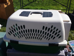 RUFFMAXX  PET KENNEL/CARRIER FOR SALE