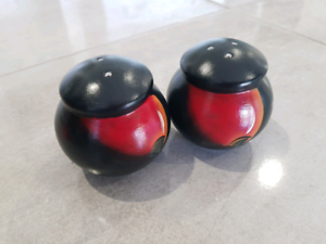 Hand painted pottery salt and pepper shakers brand new Rangeville Toowoomba City Preview