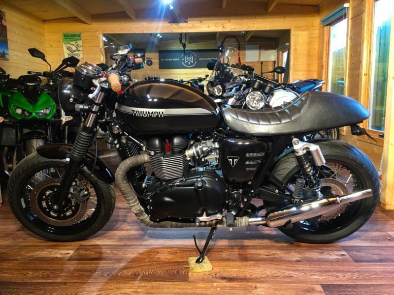 Stunning Triumph Bonneville 865 Cc Efi Se Custom With Only 7000