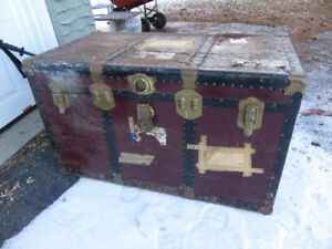 OLD VINTAGE METAL TRUNK GOOD CONDITION NEEDS TLC