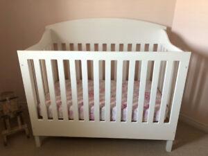 Beautiful Handcrafted Crib (White)