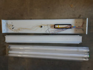 4' fluorescent ceiling light