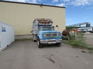 Water Tank Truck GMC Truck with spray bar 6500 V8