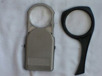 Reading magnifying glass (Loupes de lecture)