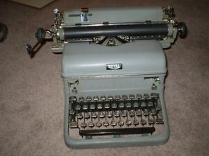 VINTAGE ROYAL TYPEWRITER Touch Control Mod. with Glass Keys