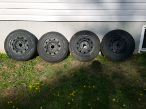 set of 15in'' winter tires  on rims 5x114.3