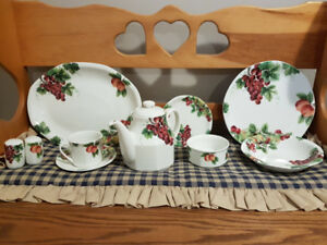 Royal Doulton Vintage Grape China Set of 6 + Teapot & platter