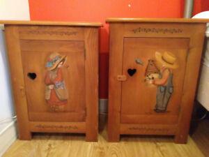 Tables de chevet en bois peint à la main