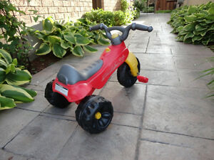 Pair of Toddlers Ride On Trike- One with a parent Handle Kitchener / Waterloo Kitchener Area image 5