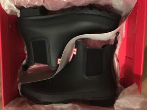 Brand New in box Hunter Original Chelsea Boot Black Ladies 10