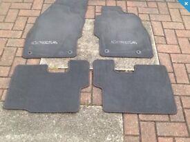 Corsa floor mat set