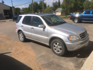 2004 Mercedes-Benz ml500 AWD fully loaded