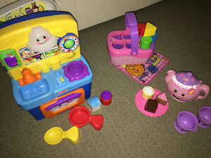 3 Fisher Price Laugh & Learn - kitchen, picnic basket, tea set