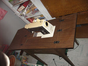 Singer Sewing machine in cabinet ( Diana)