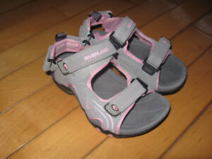 Riverland Sandals size 10 (new) back strap can also be removed