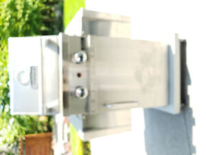 Cuisinart ceramic BBQ along with the cover and propane tank