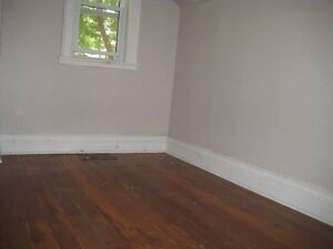 6 BDRM DOWNTOWN STUDENT HOUSE - $425 - ALL INCLUSIVE Peterborough Peterborough Area image 9