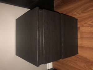 2 IKEA MALM nightstands