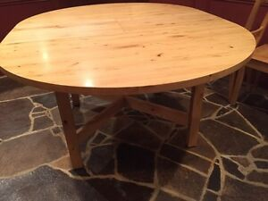 Round dining table (built in leaf) Kawartha Lakes Peterborough Area image 3