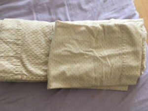 1 pillowcase and 1 double bed soft fleece sheets
