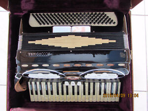 Accordion for sale - Accordéon à vendre