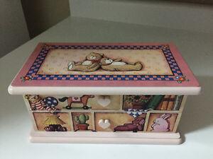 Painted wood jewellery box London Ontario image 1