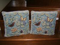 2 Coussins de papillons  / 2 Cushions with butterfly Laval / North Shore Greater Montréal Preview