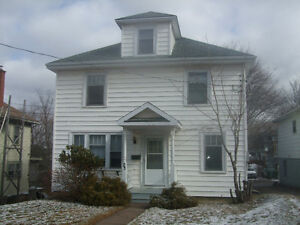 Av April 2O..Large Clean Bright Quiet Residential Truro Many +s