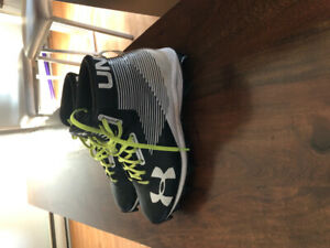 Under Armour cleats- Size 7