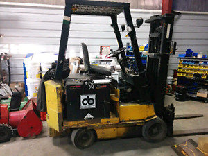 Clark 5000lb Electric Forklift with single phase charger.