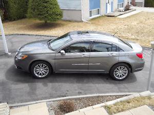 2011 Chrysler 200-Series limitee