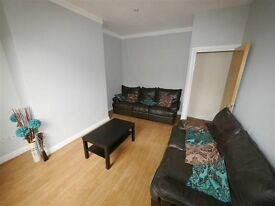 Double room available in Burley £325 all incl.