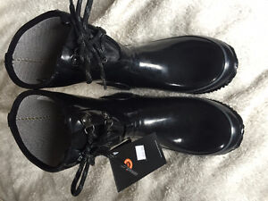 Short Black Bogs with Laces