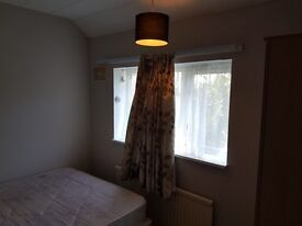 Good size single/small double room to rent in Borehamwood for£450p/m all bills included.