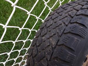pneus hiver P195/70/R14 avec roues