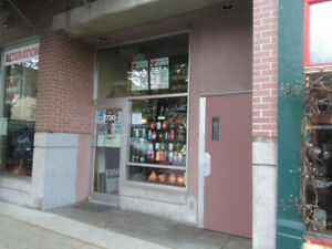 Store For Lease in Kits