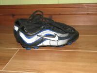 Souliers de soccer Nike, pour enfant, grandeur 11 (28)