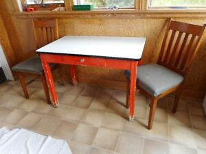 VINTAGE EMAMEL TOP TABLE & CHAIRS