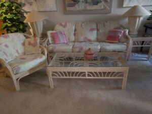 Beautiful living room set great condition Couch, Arm chair, tabl