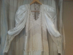 VICTORIAN STYLE wedding dress never worn