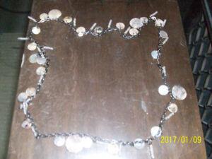 Collier en coquillage, et métal, 20 po de long