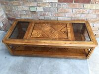 Wood centrepiece table